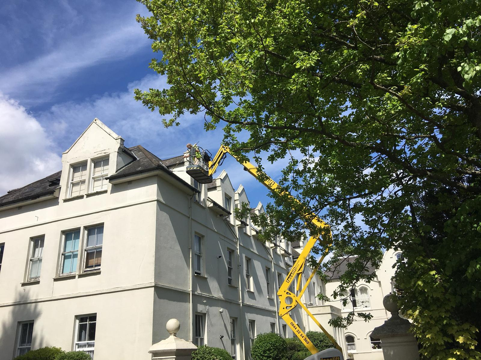 Gutter-cleaning-and-repair-eastgrinstead